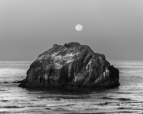 face_rock_moon