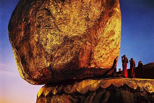 monks_praying_goldenrock